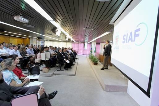A Secretaria da Fazenda realizou um encontro com diretores e gestores de diversos órgãos e demais poderes do Paraná para a apresentação de um balanço com as ações do Novo SIAF. O evento aconteceu no auditório do Tribunal de Contas do Estado do Paraná.